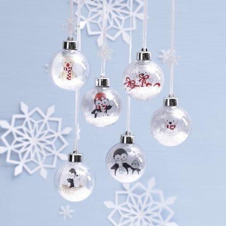 Weihnachtskugeln mit Zeichnungen von Polartieren auf Einlagen in den Kugeln