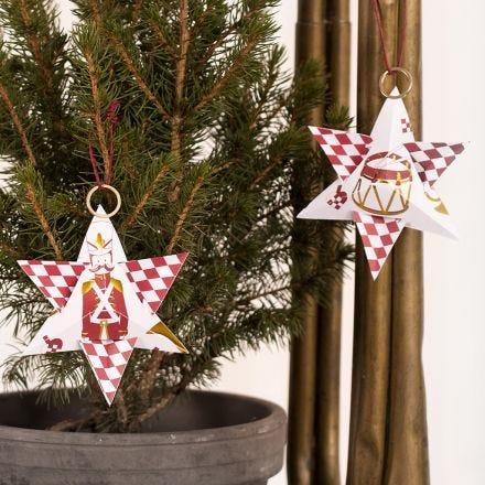 Weihnachtsstern aus Design-Papier mit Nussknacker-Motiv