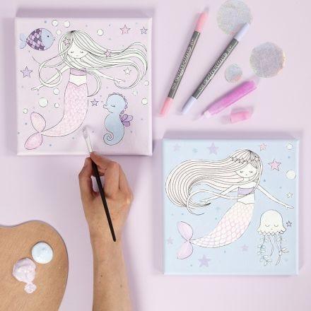 Leinwand mit Meerjungfrau-Motiv, verziert mit Markern und Glitzerkleber