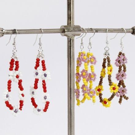 Ohrhänger mit Blüten aus Rocaille Seed Beads