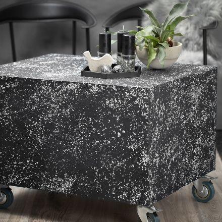 Kleiner, rollbarer Tisch im Terrazzo-Design