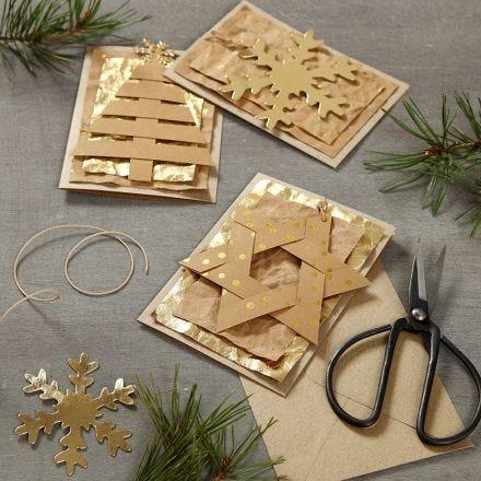 Weihnachtskarte, verziert mit einem Anhänger aus Kunstlederpapier