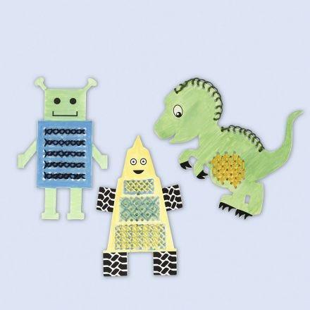 Stickkarten in Figurenform, verziert mit bunten Farben und Stickerei