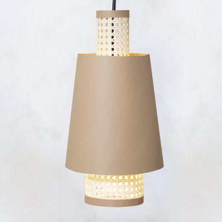 Selbstgemachter Lampenschirm aus Lederpapier und Rattan-Geflecht