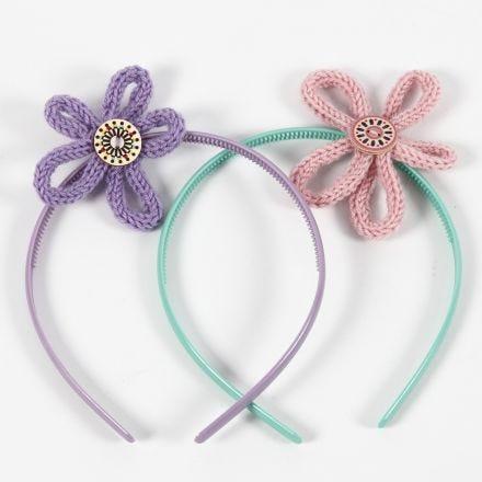Haarreifen mit Blütenschmuck aus Strickschläuchen