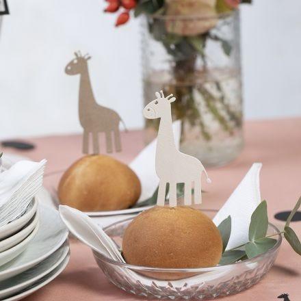 Tischdeko mit Stanzmotiven von Giraffen