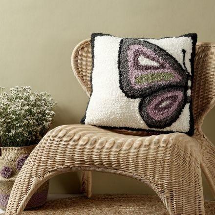 Kissen mit Schmetterlingsmotiv, angefertigt mit einer Stanznadel