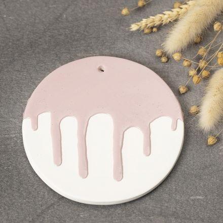 Dekorative Teller/Platten aus selbsthärtendem Ton mit verlaufendem Glasureffekt