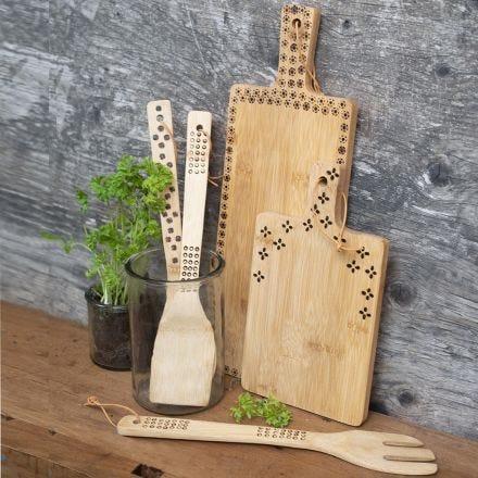 Küchenutensilien aus Bambus, verziert mit einem Brennmalstift