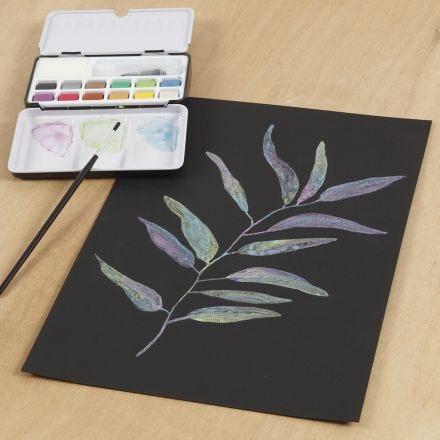 Aquarellbild, gemalt auf schwarzem Aquarellpapier mit Metallic-Aquarellfarben