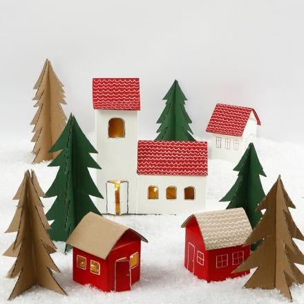 Weihnachtliches Dörfchen, gebastelt aus Milchkartons und recyceltem Karton