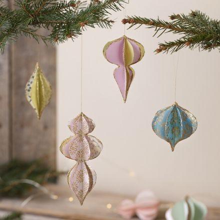 3D-Weihnachtskugeln aus Büttenpapier