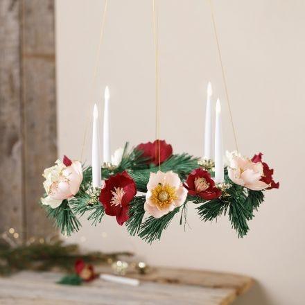 Adventkranz mit Blüten aus Krepppapier