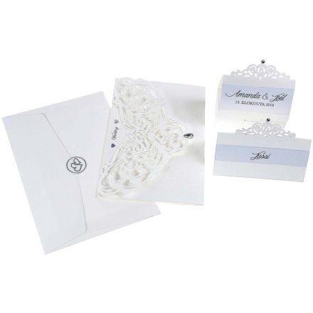 Einladungen, Tischkarten und Tischdekoration aus Kartonpapier mit Perleffekt und filigraner Spitze