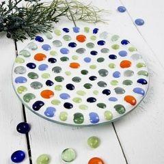 Eine Glasschale mit Mosaikkunst