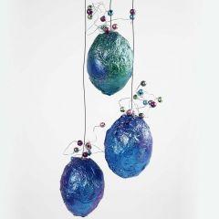 Metallicfarbene Eier mit Perlen