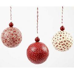 Weihnachtskugeln, beklebt mit Vivi Gade-Designstoff