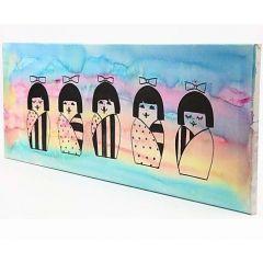 Ein Bild mit japanischen Kokeshi-Puppen