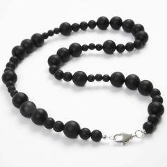 Schmuckschule: Perlen auf Schmuckdraht mit Karabinerverschluss