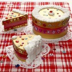 Kuchen aus Pappmaché-Schachteln