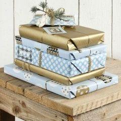 Geschenkverpackung in Blau und Gold