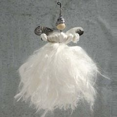 Ein Engel aus Steckdraht und Seidengarn