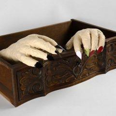 Gruselige Hände aus Gips