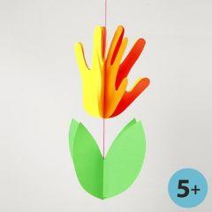 Blume aus Handabdrücken in Neonfarben