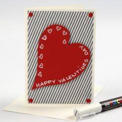 Valentinskarte mit Designpapier und Herz aus rotem Karton.