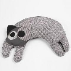 Ein Wärmekissen in Katzenform aus Bio-Design-Stoff