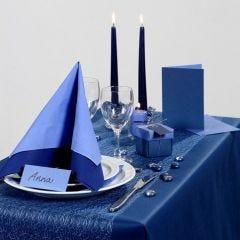 Inspiration für das Fest mit blauem Tischtuch und Tischschmuck