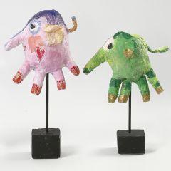 Ein Elefant aus Einweg-Handschuh und Gipsbandagen
