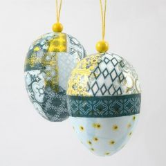 Hängende Deko: Eier mit Decoupage und Holzperle