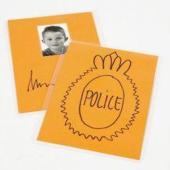 Ein unechter Polizei-Ausweis zum Spielen