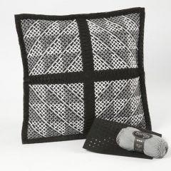 Ein Kissen mit einer Grafik im Kreuzstich-Muster