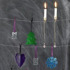 Hängende Dekorationen aus Acryl, bemalt mit Glasfarbe