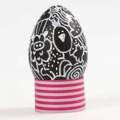 Kritzelmalerei auf einem Plastik-Ei