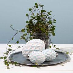 Terrakottakugel mit 3D-Rautenmuster, verziert mit einem Schwammtupfer