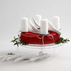 Adventkranz in Rot und Weiß