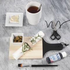 Bemaltes Schneidbrett und Serviettenring aus Holz