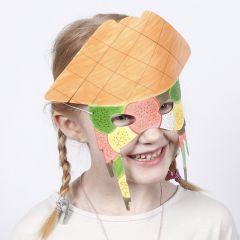 Pappmaske mit bunter Bemalung