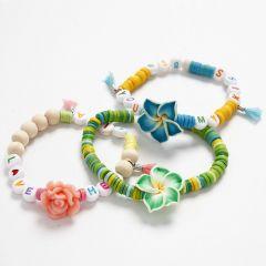 Elastische Armbändchen mit verschiedenen Perlen in Sommerfarben