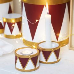 Kerzenhalter aus Terrakotta in Trommelform, bemalt mit Bastelfarbe und Plus Color-Markern