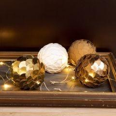 Christbaumkugel in Zapfenform, gebastelt aus Kunstlederpapier und Styroporkugeln