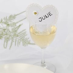 Hochzeitsdeko: Herzförmige Tischkarte, verziert mit Puffy-Sticker