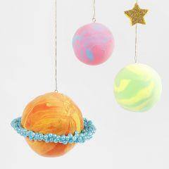 Planeten aus Silk Clay und Pearl Clay