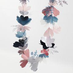 Blumengirlande aus Karton und Pergamentpapier