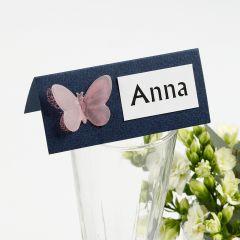 Tischkarte, verziert mit Stanz-Schmetterling aus Pergamentpapier