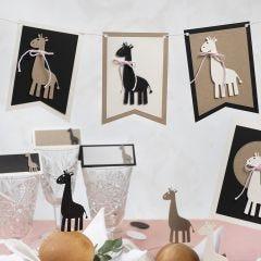 Wimpel mit Giraffenfiguren