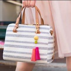 Taschenanhänger aus Fimo-Knete mit Troddeln und Perlen